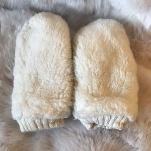 H&M Fluffy White/Cream Mittens